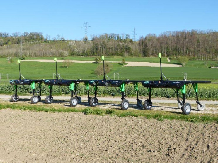 11_Robots_Agriculture_Farming_Robotics_1_resize_md