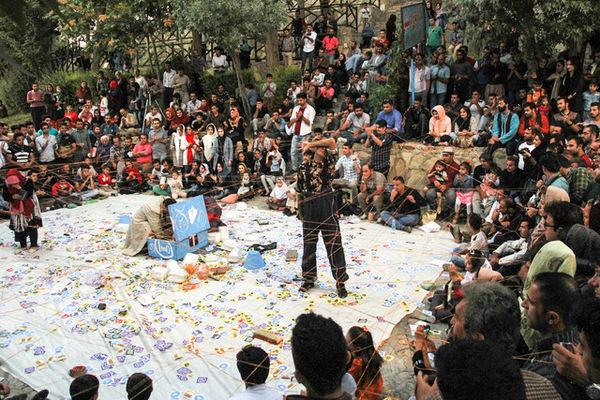 معرفی برگزیدگان دو بخش از جشنواره تئاتر خیابانی مریوان