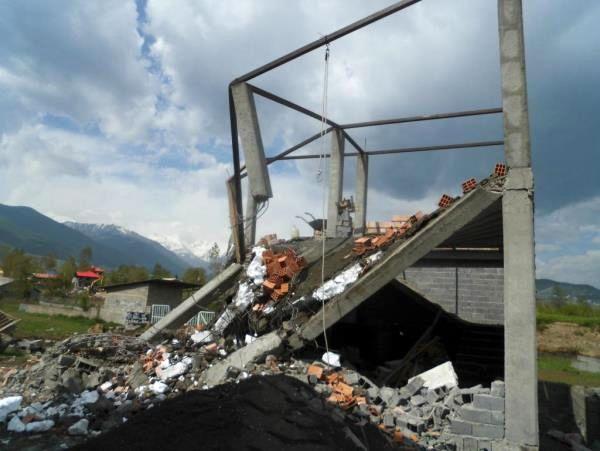 چهار بنای 600 متری در کلاردشت تخریب شد