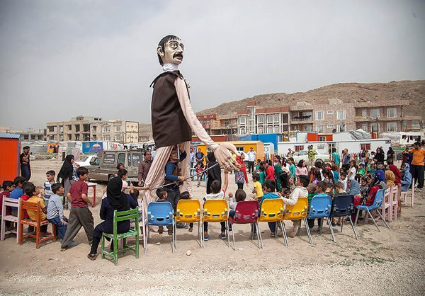 شادپیمایی عروسکی در مناطق زلزلهزده کرمانشاه