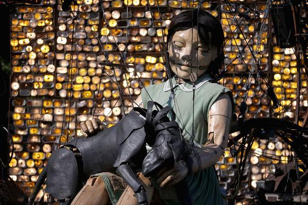 نمایش عروسکهای غولپیکر در نقاط مختلف جهان