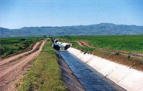 اجرای 4460 کیلومتر احداث و بهسازی کانال های آبیاری و انتقال آب در خراسان شمالی