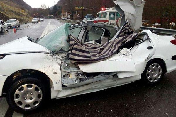 سقوط سنگ در جاده هراز یک کشته برجای گذاشت