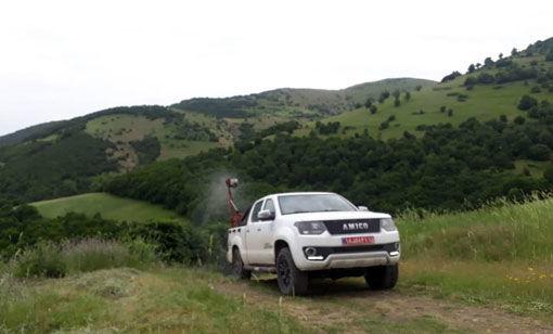 مبارزه با آفت ملخ های مهاجم در شهرستان کلیبـر