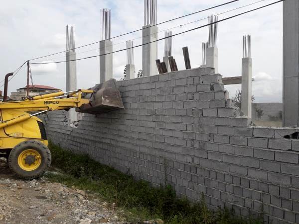 15 دیوارکشی غیرمجاز در عباس آباد قلع و قمع شد