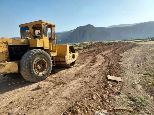 احداث و مرمت سازی جاده دسترسی به مزارع در شهرستان لردگان