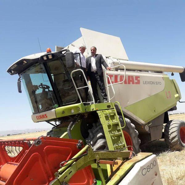 ناوگان مکانیزه مرودشت آماده مشارکت در برداشت محصولات زراعی
