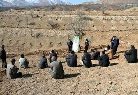 آموزش نکات فنی کشت نهال به بهره برداران روستای ممسنی