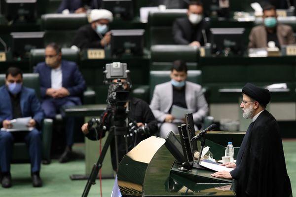 """دکتر """"ساداتی نژاد"""" با رویکردی جهادی و تخصص می تواند مسائل وزارت جهاد کشاورزی را دنبال کند"""