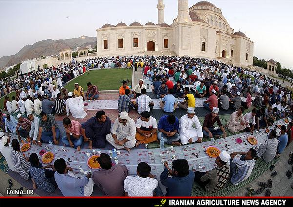مراسم افطار در عمان