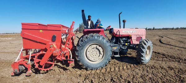 واگذاری ٣١۴ دستگاه تراکتور به کشاورزان سیستان و بلوچستان