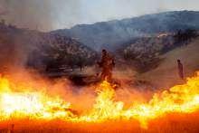 مراتع کوه برچک دشتستان آتش گرفت