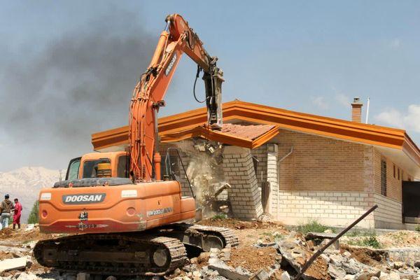 تخریب ویلاهای غیرمجار منطقه بیرگان شهرستان کوهرنگ
