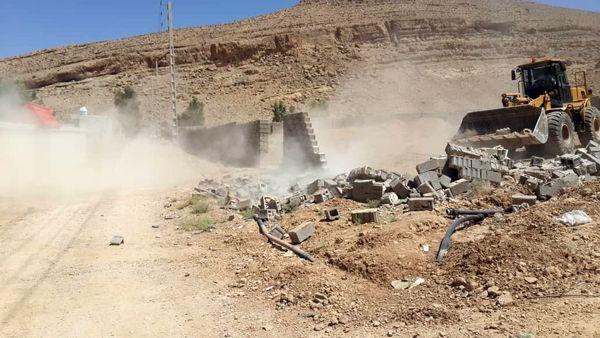 تخریب ساخت و سازهای غیر مجاز در باغ شهرهای شیراز