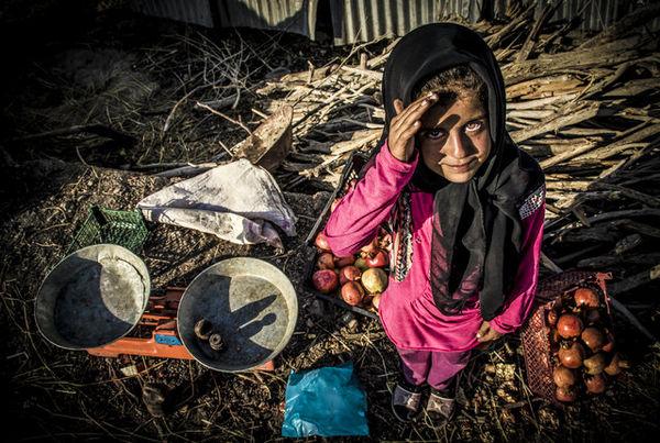 قصه یاسمن؛ دختر انار فروش/ «داستان عکس»