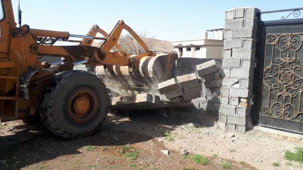 ۳ مورد ساخت و ساز غیر مجاز در اراضی کشاورزی بویین زهرا تخریب شد
