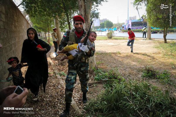 یک دقیقه سکوت به احترام شهدای حمله تروریستی اهواز