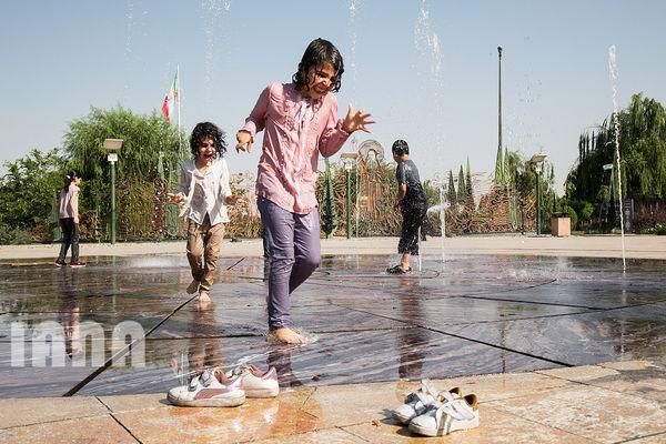 آببازی کودکان در پارک آبوآتش