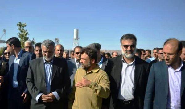 بازدید وزیر جهاد کشاورزی از واحد پرورش شترمرغ و  استخر ذخیره آب کشاورزی در شهرستان آباده