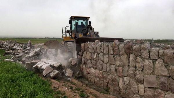 4 بنای غیر مجاز در اراضی کشاورزی شهرستان قزوین تخریب شد