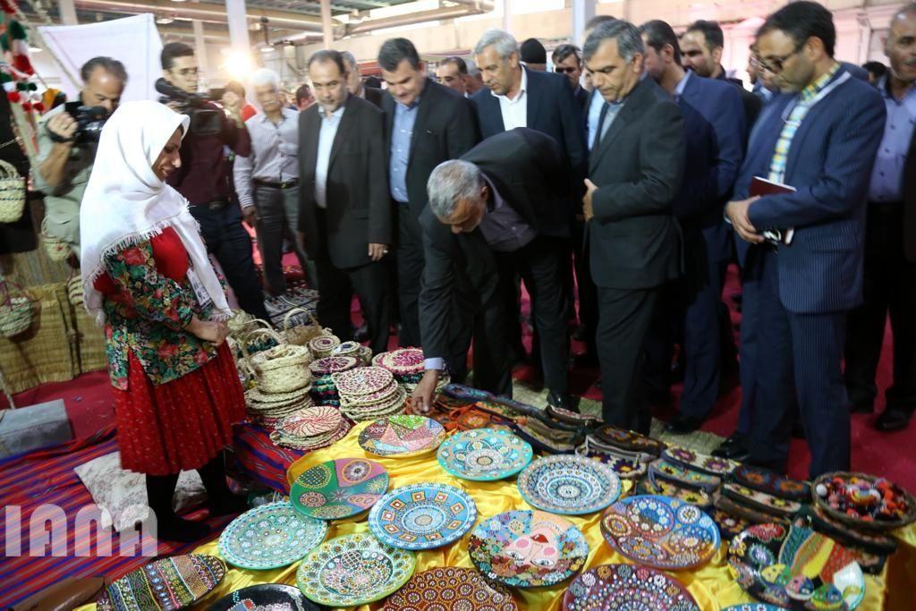 بازدید وزیر جهاد کشاورزی از چهارمین نمایشگاه توانمندی های عشایر و روستائیان