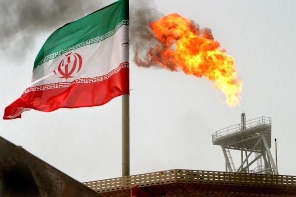 آمریکا معافیت از تحریمهای ایران را بررسی میکند