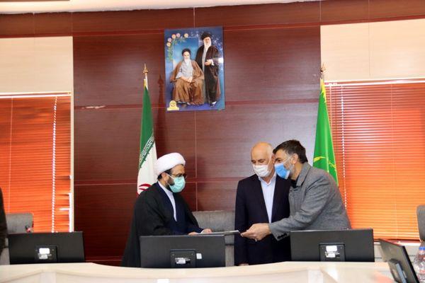 اهدا سند افتخار به رئیس سازمان جهاد کشاورزی استان سمنان