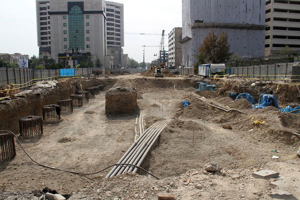 بیپولی پروژههای شهر تهران را تعطیل میکند