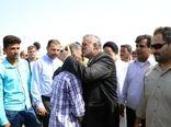 بازدید وزیر جهاد کشاورزی از کانون های آلوده به آفت ملخ صحرایی در شهرستان سیریک استان هرمزگان